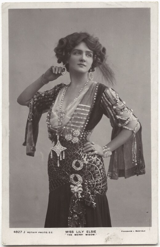 Lily Elsie as Sonia in 'The Merry Widow', in a costume designed by Lucy Duff Gordon.